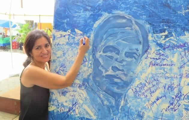 Con Rubén Darío en Granada, Nicaragua. / Alfredo Pérez Alencart,