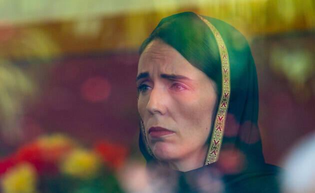 La primera ministra Jacinda Ardern visita a miembros de la comunidad musulmana tras el ataque. / Wikipedia, CC4.0,
