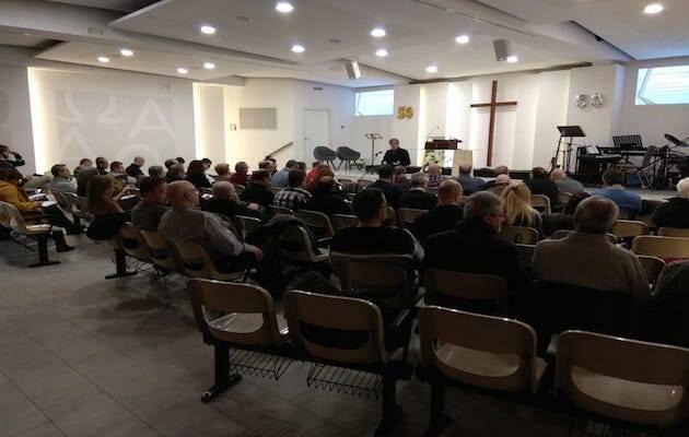 Una reunión en una iglesia evangélica en Barcelona. / Eric Rodríguez,