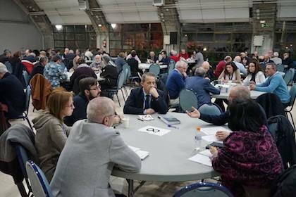 Una de las diecisiete mesas de trabajo formadas en el encuentro. / M. Gala