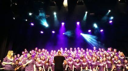 El coro interpretando una de las canciones. / Instagram @carolprhe