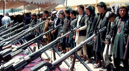Jóvenes combatientes del Estado Islámico en Afganistán, después de deponer las armas ante el gobierno afgano en julio de 2018. / Wikimedia Commons