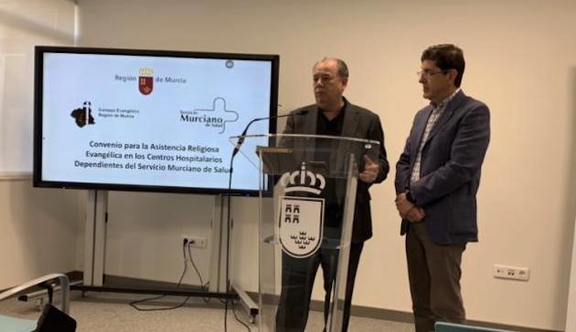 Ángel Zapata y el Consejero del servicio murciano de Salud, Manuel Villegas. / La Opinión de Murcia,