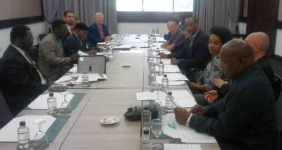 Miembros de la iniciativa Christian consensus reunidos con líderes de partidos políticos en el Parlamento. / Gateway News