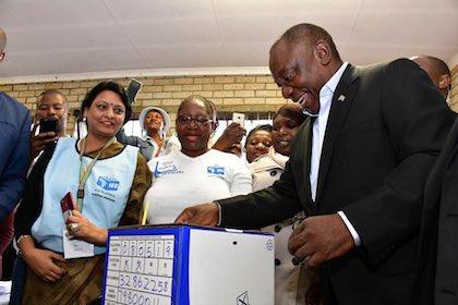 El presidente electo, Cyril Ramaphosa, votando. / Twitter @CyrilRamaphosa