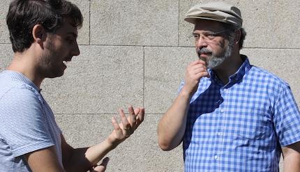 Daniel Hofkamp conversa con Frantz de Santiago. / Marina Acuña