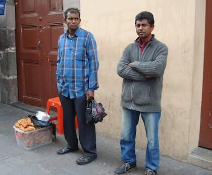 Vendedores ambulantes hindúes. Quito, Ecuador, 2011. / Jacqueline Alencar