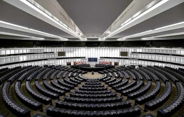El hemiciclo del Parlamento Europeo ha quedado más fragmentado después de las elecciones de este 26 de mayo. / Frederic Köberl, Unsplash CC,