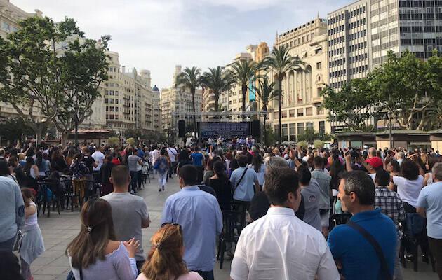 Más de mil personas han celebrado el Día del Pueblo Evangélico en la Plaza del Ayuntamiento de Valencia. / Aryani Girón, AE,