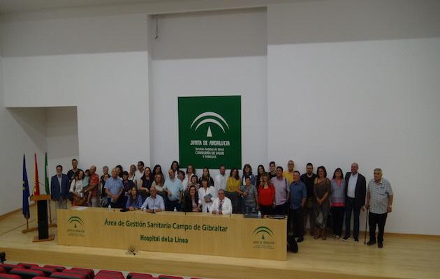 Foto de grupo de los asistentes al acto de inauguración del despacho pastoral en el Hospital nuevo de La Línea de la Concepción. / Antonio Bonilla, CEAA,