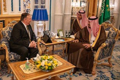 El Secretario de Estado de Estados Unidos, Mike Pompeo, reunido con el rey de Arabia Saudí, Salmán bin Abdulaziz. / Twitter @SecPompeo