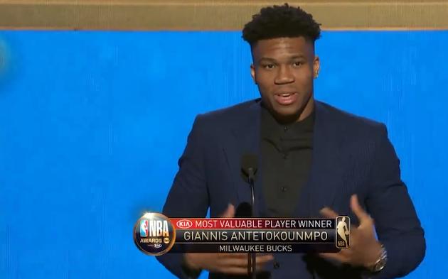 Antetokounmpo, dando el discurso tras ganar el MVP. / TNT,