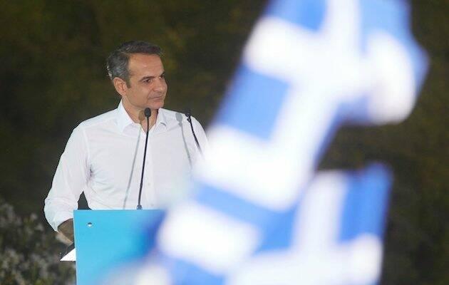 Kyriakos Mitsotakis, nuevo primer ministro electo de Grecia, celebrando la victoria de Nueva Democracia este domingo frente a la Acrópolis. / Facebook Kyriakos Mitsotakis,