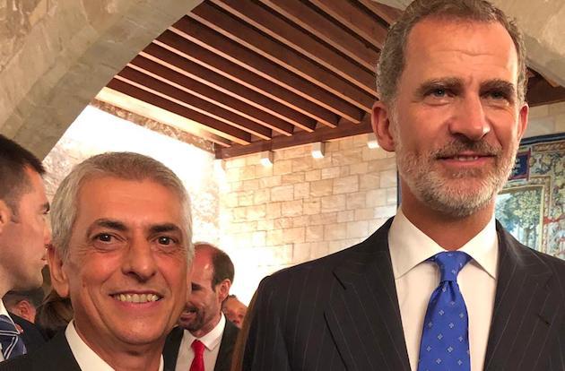 Manuel Navarro, junto al Rey Felipe VI. / CEDIB,
