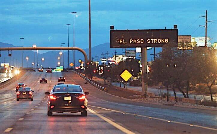 Una señal en la carretera dice El Paso Fuerte. / Twitter Mena,