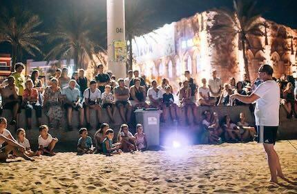 En la playa, las actividades se extienden hasta la noche. / Reach Mallorca