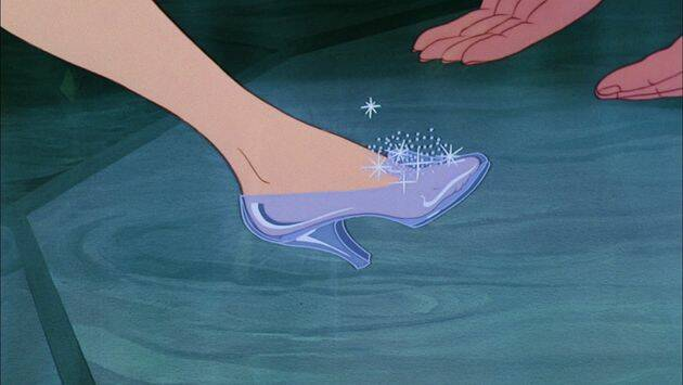 Algunos autores proponen el ejemplo del zapato de cristal del famoso cuento de la cenicienta. /You Tube.,