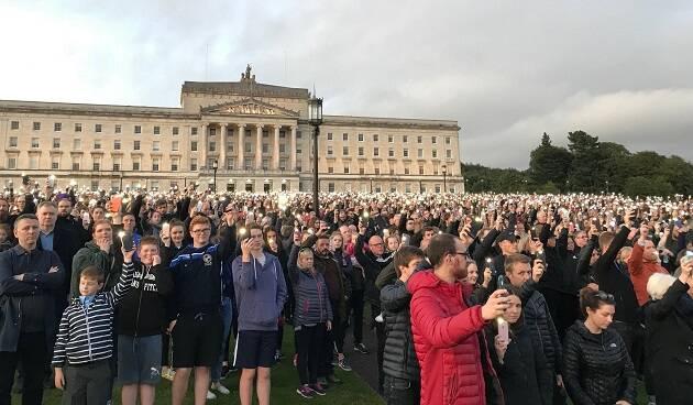 La manifestación, frente al parlamento en Belfast. / Peter Lynas,