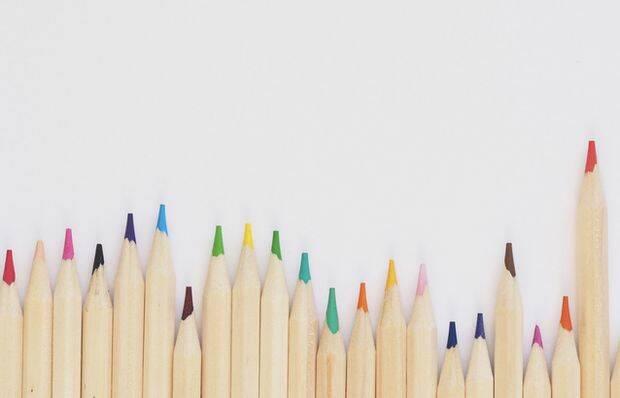 Plush Design Studio, Unsplash,lápices de colores