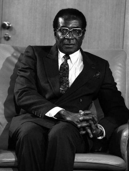 Considerado el principal artífice de la independencia de Zimbabue, los primeros años de gobierno de Mugabe combinaron la represión y el desarrollo social. / Facebook President Robert Mugabe