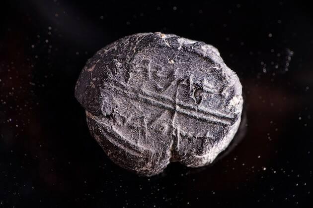 En el sello se puede leer: De Adonías, mayordomo real. / Temple Mount Sifting Project,
