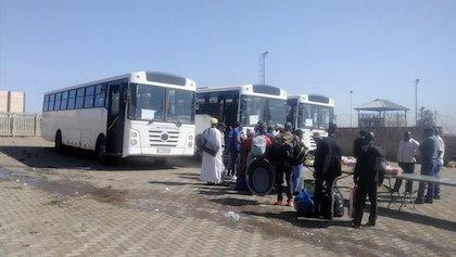 Ciudadanos nigerianos residentes en Sudáfrica preparándose para abandonar el país. / Twitter @UpdateAtNoon