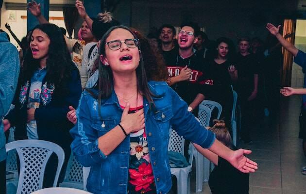 Menos de siete de cada diez jóvenes cristianos en Estados Unidos se sienten entusiasmados por la misión de la iglesia en el mundo actual. / Gabriel Brito, Unsplash CC,