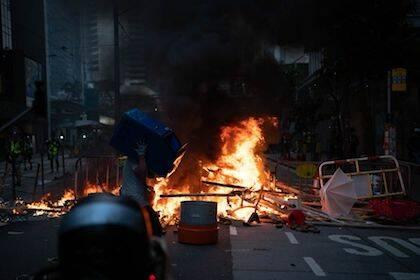 Una de las imágenes de las barricadas de este fin de semana difundidas por el gobierno chino. / Xinhua