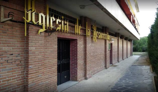 Fachada de la Iglesia de la Resurrección en Madrid.,