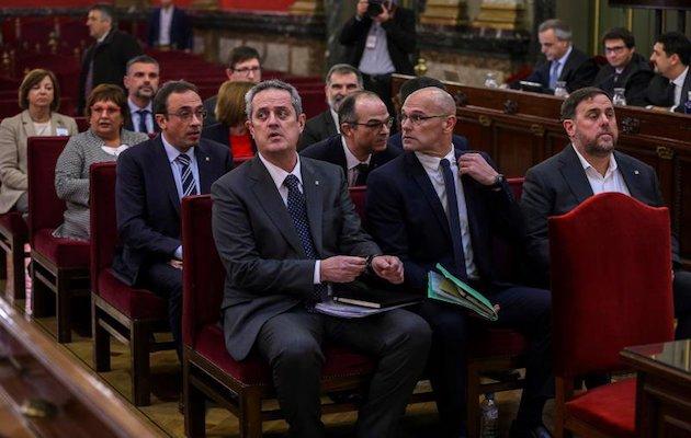 Los miembros de la Generalitat y activistas que han sido condenados por el Tribunal Supremo, durante una de las sesiones del juicio. / Twitter,