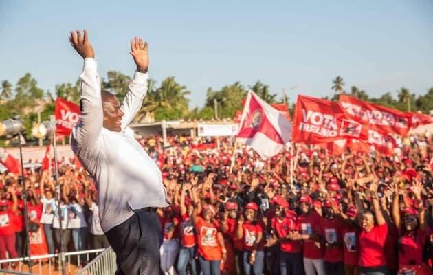 El presidente de Mozambique, Filipe Nyussi, en un acto durante la campaña. Su partido, el FRELIMO, siempre ha gobernado el país desde su independencia. / Facebook Presidente Filipe Nyussi,
