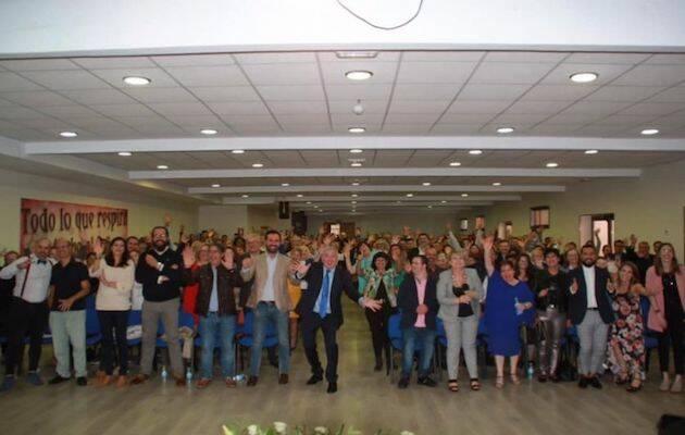Foto de familia de la Iglesia Buenas Noticias durante el acto de celebración del 30 aniversario. / IBN Lugo,