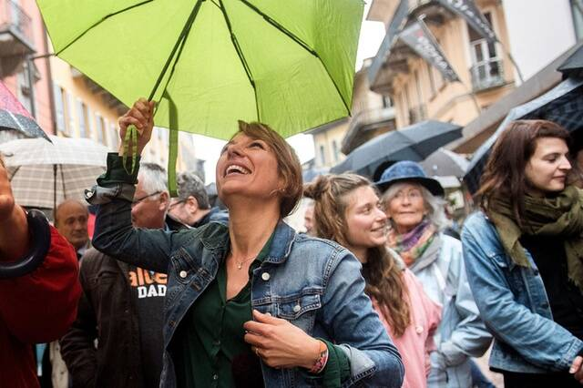 Líderes de los verdes celebrando sus mejores resultados en la historia de la política suiza. / SWI,