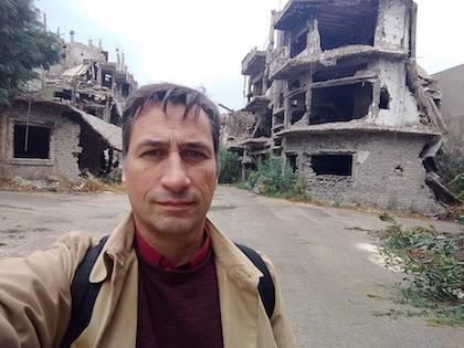 El coordinador del proyecto, Adrián Azzati, en Siria.