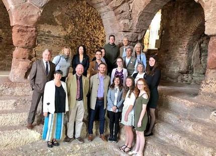 Foto del grupo en las termas romanas.