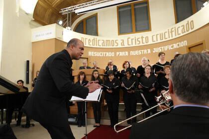 El Coro Evangélico Unido, dirigido por Eliel Carvalho, ha tenido una participación especial. / M. Gala
