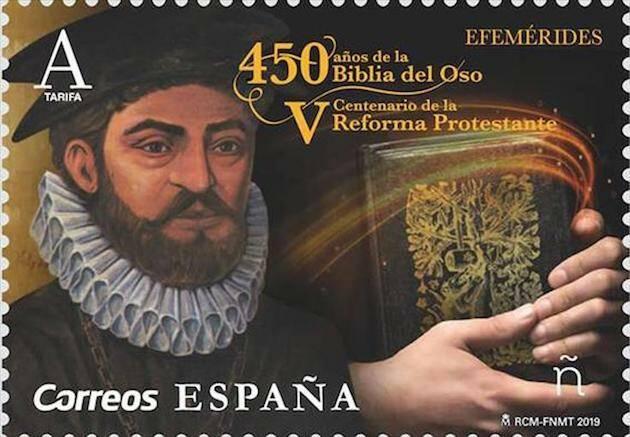 El sello de Correos conmemorativo del V centenario de la Reforma y del 450 aniversario de la Biblia del Oso.,