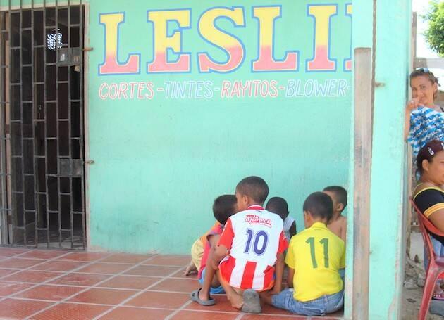 Niños jugando en un barrio de América Latina. / Jacqueline Alencar,