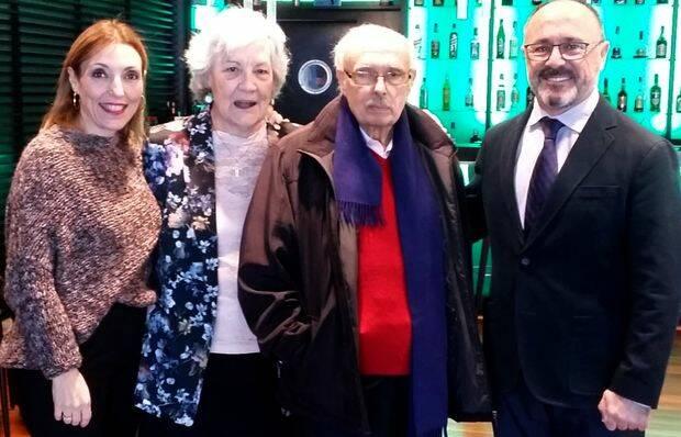 Rafael y Marilú en el centro, con Antonio Simoni y su esposa Mari Ángeles Sierra