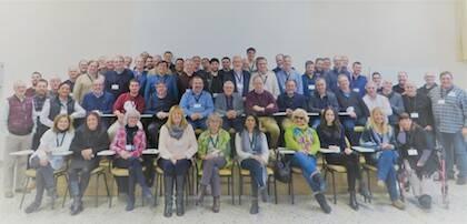 Foto de grupo con todos los asistentes al encuentro. / J. Alencar