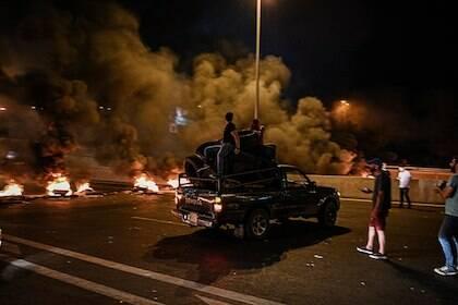 La violencia se ha ido intensificando más en las protestas con el paso de las semanas, hasta dejar siete muertos. El ejército ha disparado a los manifestantes en varias ocasiones. / Shahen Books, Wikimedia Commons