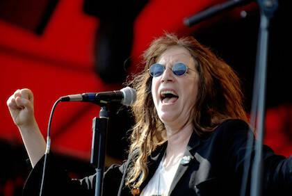 Patti Smith combina una poética visionaria con la rebeldía del rock.