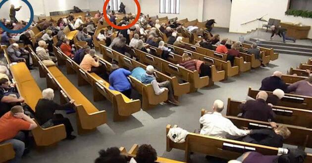 Momento del ataque en el interior de la iglesia, donde se encontraban más de 200 personas. / Youtube,