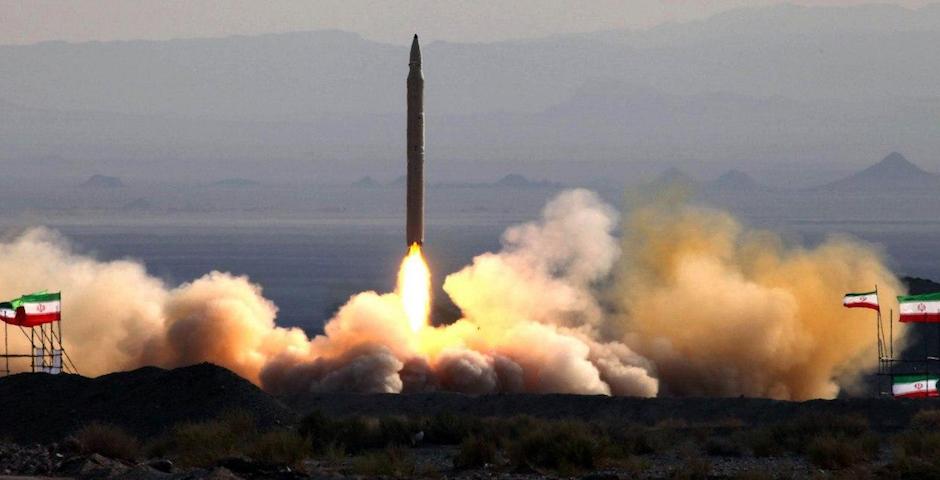 Uno de los miles de misiles iraníes que la Guardia de la Revolución asegura haber lanzado contra dos bases en Irak con tropas estadounidenses. / Fars News Agency, Twitter,