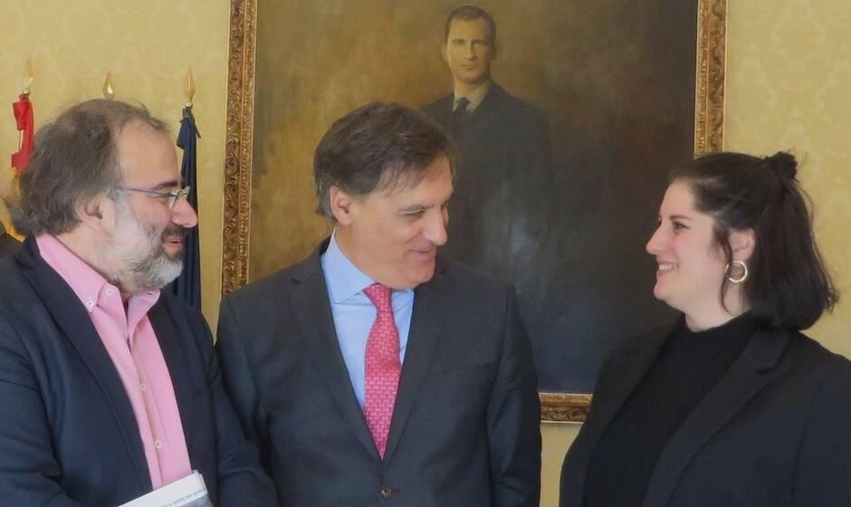 Carlos García Carbayo, junto a Laura García y A.P. Alencart. / J. Alencar,