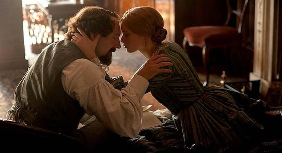 La película The Invisible Woman muestra el amor secreto del escritor.