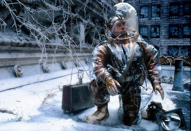 En 12 Monos, de 1995, Terry Gilliam muestra un virus que ha matado a cinco millones de personas.