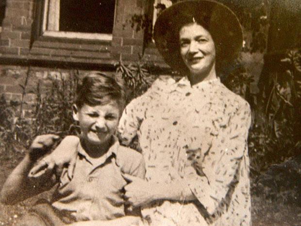 Lennon perdió a su madre en accidente.