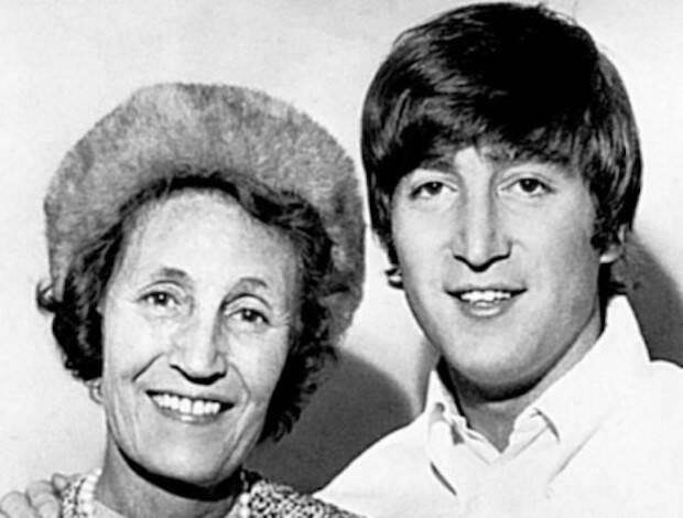 Lennon fue a la iglesia de su tía Mimi y mantuvo el contacto con ella hasta el final de su vida.