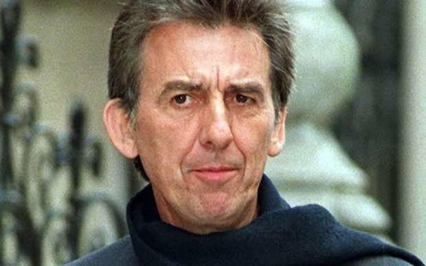 Harrison murió de cáncer de pulmón en 2001, después de ser apuñalado un año antes, por un intruso que entró en su casa.